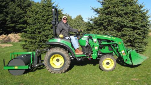 2 Sries Tractor with Loader and Lawn Roller